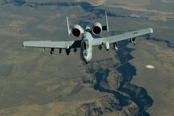 Картинка авиация боевые+самолёты thunderbolt ii a-10 штурмовик полет ландшафт