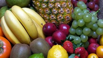 обоя еда, фрукты,  ягоды, бананы, виноград, киви, клубника