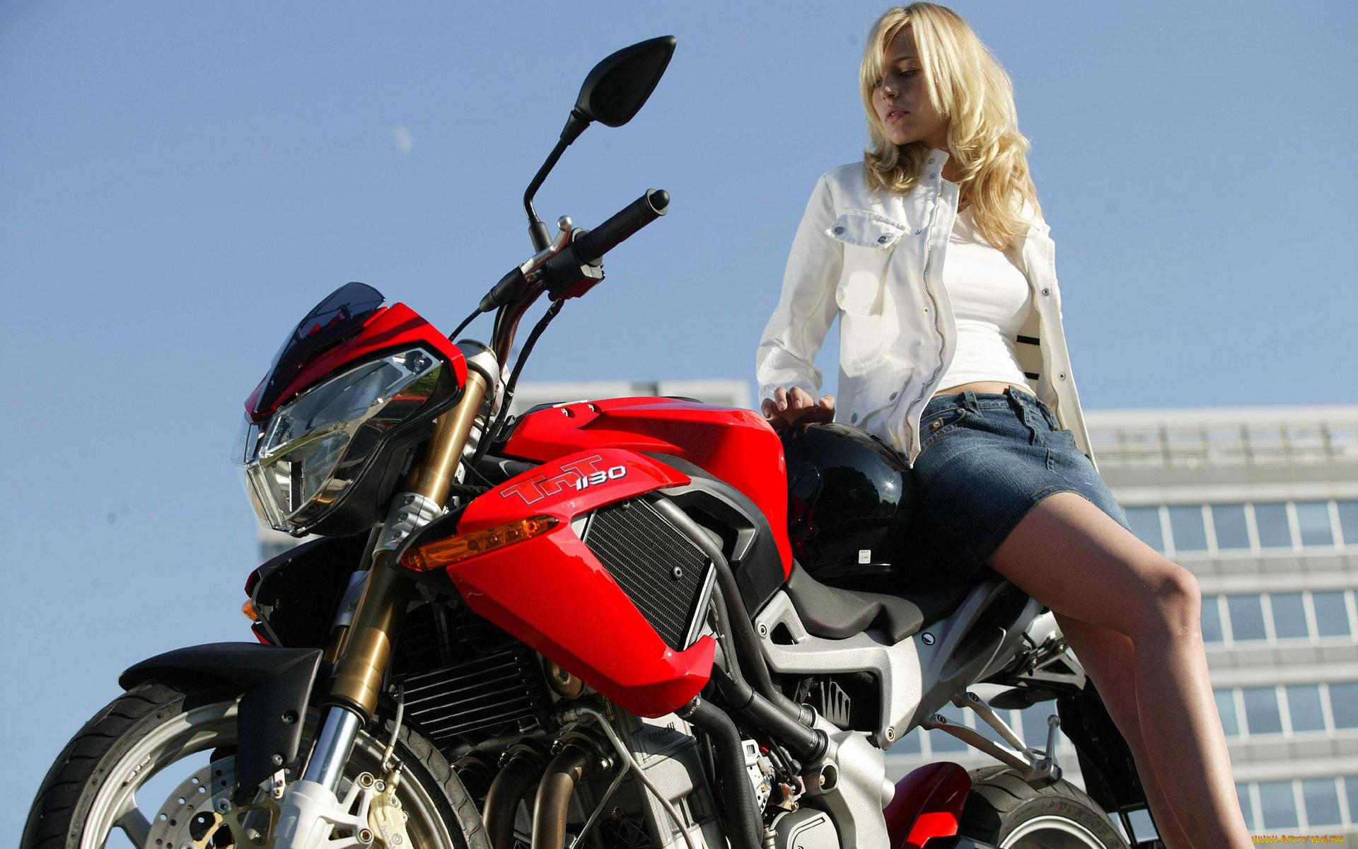 блондинки на мотоцикле фото мире существует