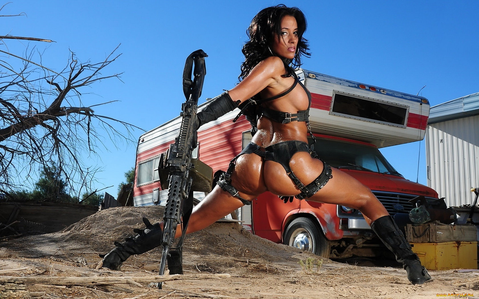 голые сексуальные девушки с оружием