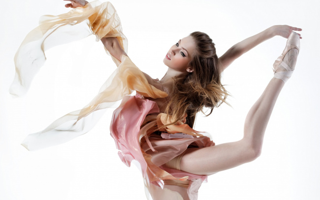 Танцы без одежды видео