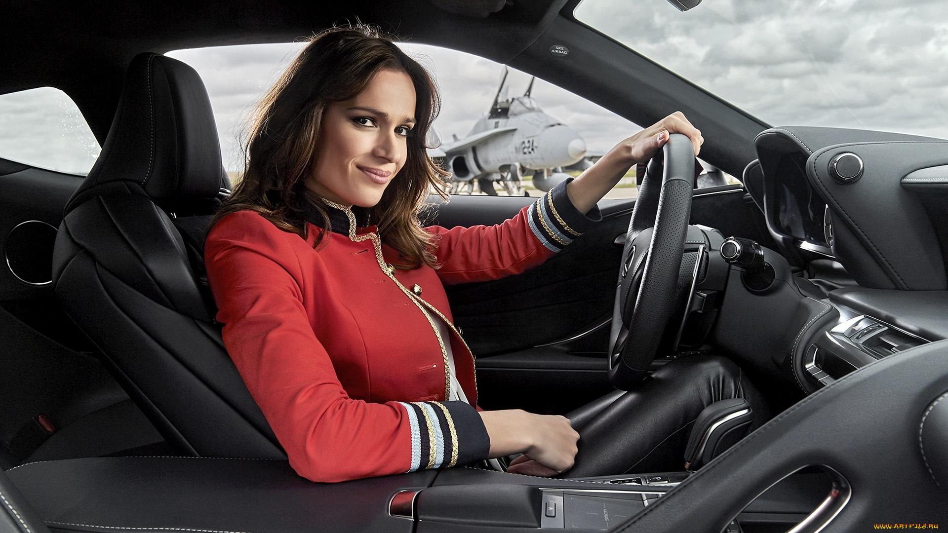 Картинки девушки за рулем машины