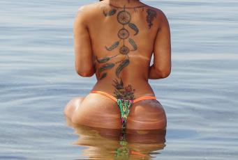 Картинка девушки -unsort+ женские+прелести вода тату попка