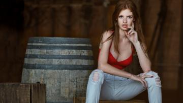 обоя девушки, -unsort , рыжеволосые и другие, рыжеволосая, джинсы, топик, конопатая, бочка, рыжая, веснушки, поза