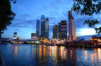 обоя города, москва , россия, здания, огни, река, небоскребы