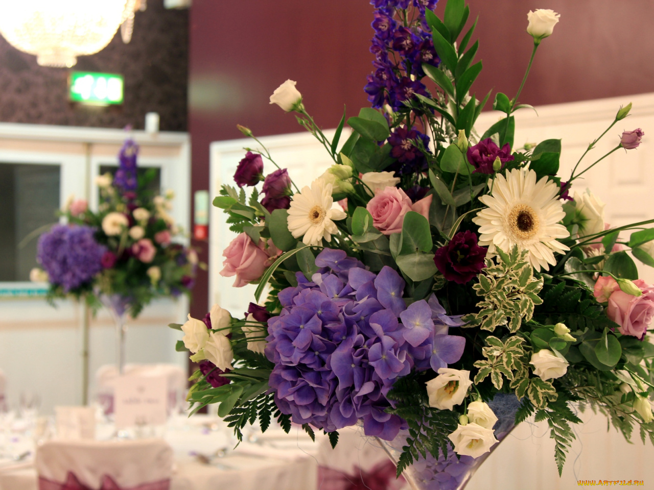 красивые цветы на столе фото букеты