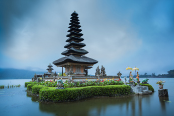 Картинка ulun+danu+temple+in+bali города -+буддийские+и+другие+храмы водоем храм