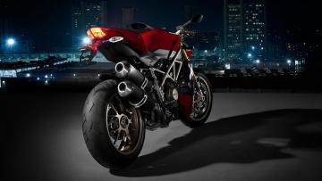обоя мотоциклы, ducati, дукати, площадка, ночь, огни, дома, здания