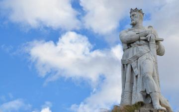 обоя города, - памятники,  скульптуры,  арт-объекты, доспехи, корона