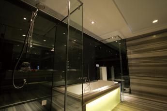 Картинка интерьер ванная туалетная комнаты стол стулья