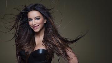 Картинка музыка ани+лорак знаменитость певица каролина длинные брюнетка девушка улыбка темный фон волосы макияж