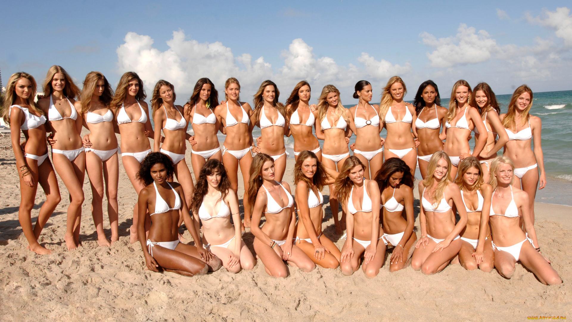 группа девушек на пляже гарантирую жду