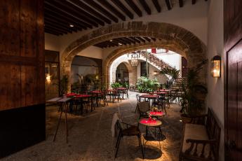 обоя palma de mallorca - courtyard, интерьер, кафе,  рестораны,  отели, дворик, столики