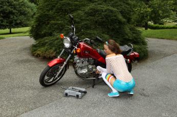 обоя мотоциклы, мото с девушкой, фон, взгляд, девушка, малена, морган, мотоцикл