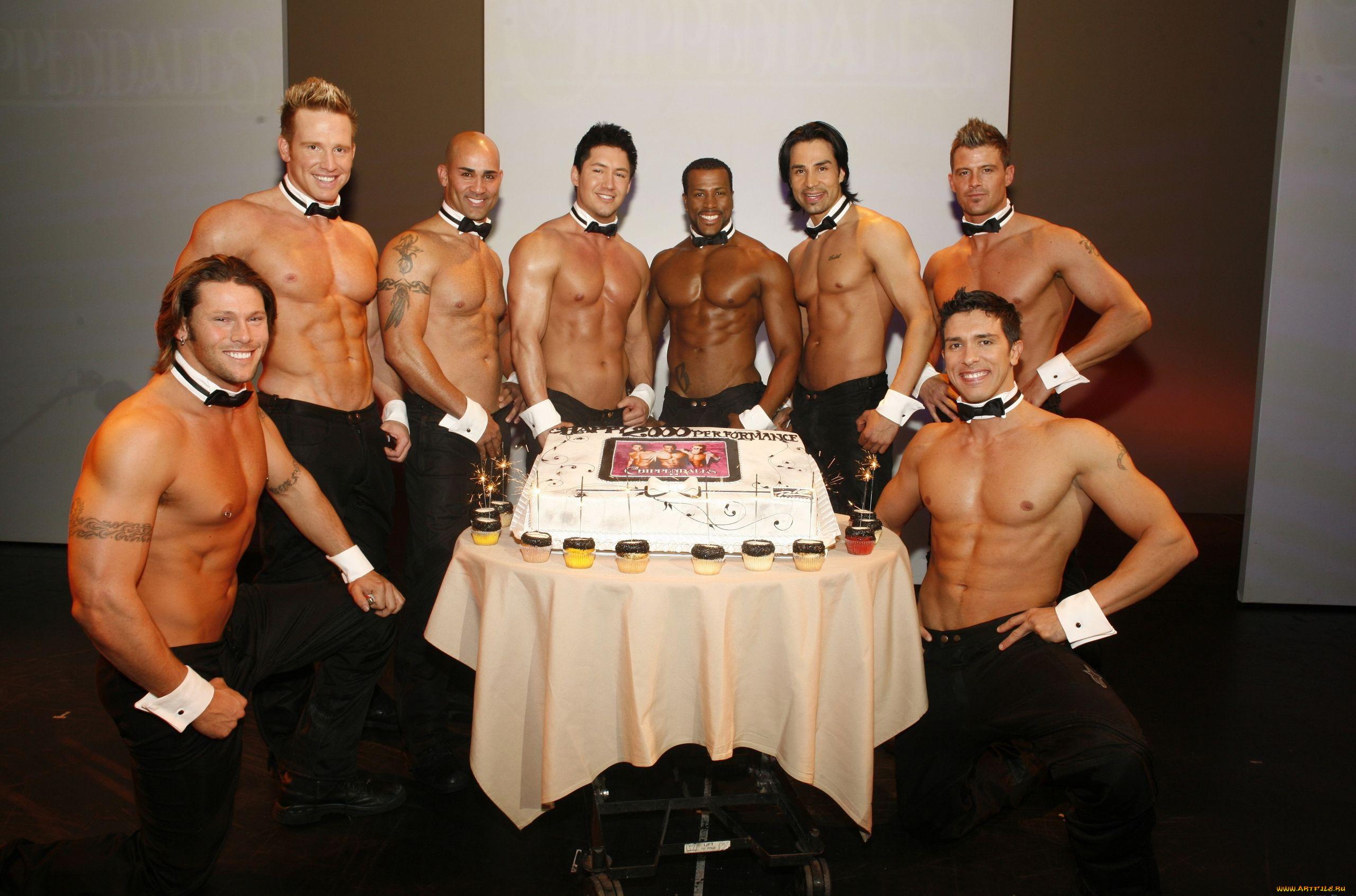Открытка с днем рождения с мужчинами женщине