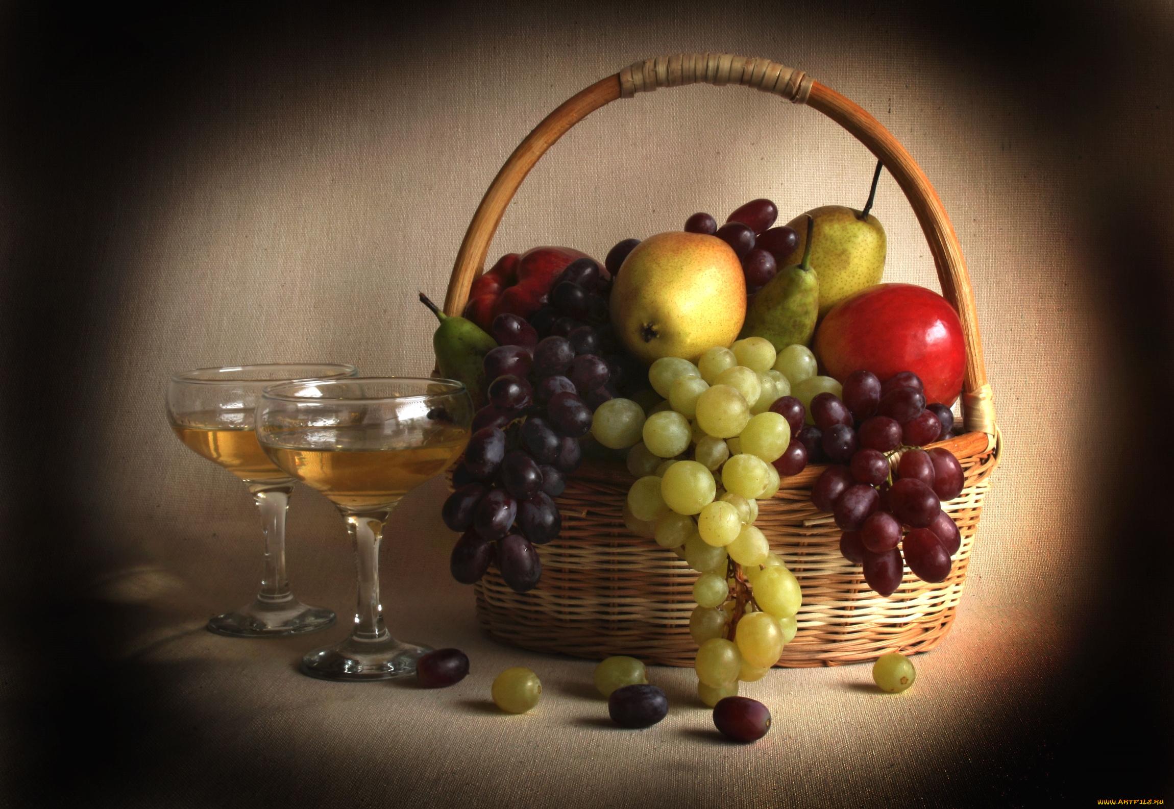 Своими, открытка с вином и фруктами