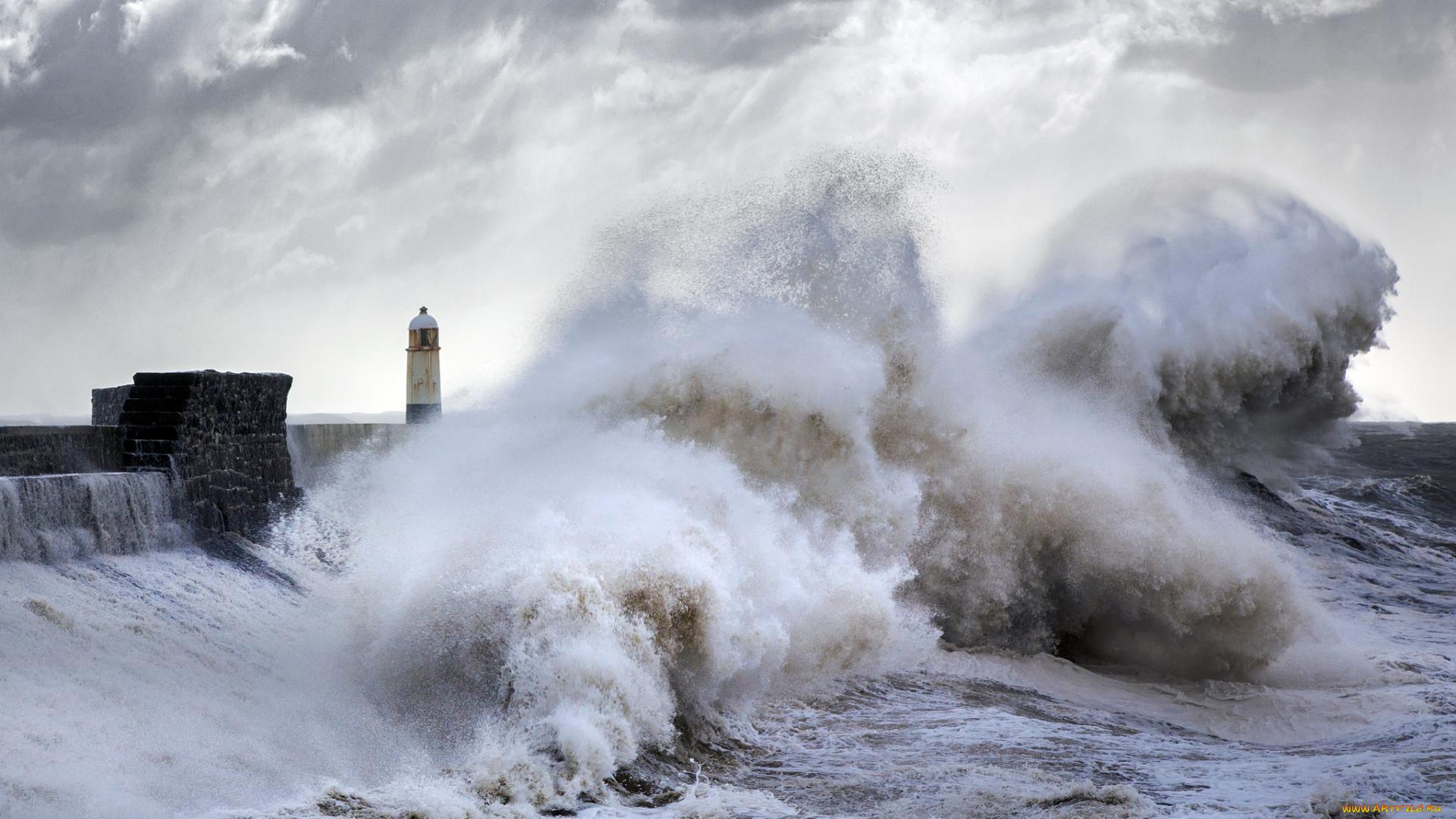 lighthouse porthcawl pier huge - 1024×589