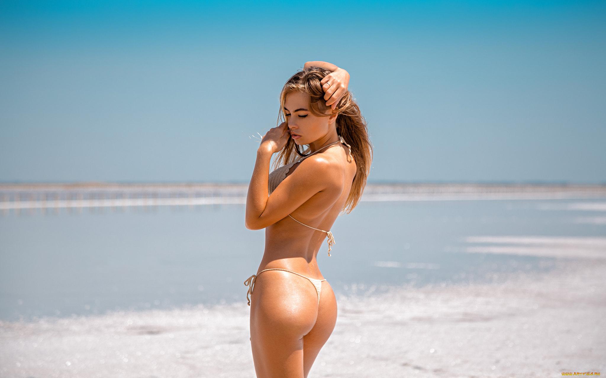 Голые женские славянские попки на пляже, член гигант смотреть видеоролики