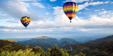 обоя авиация, воздушные шары, панорама, облака, горы, небо