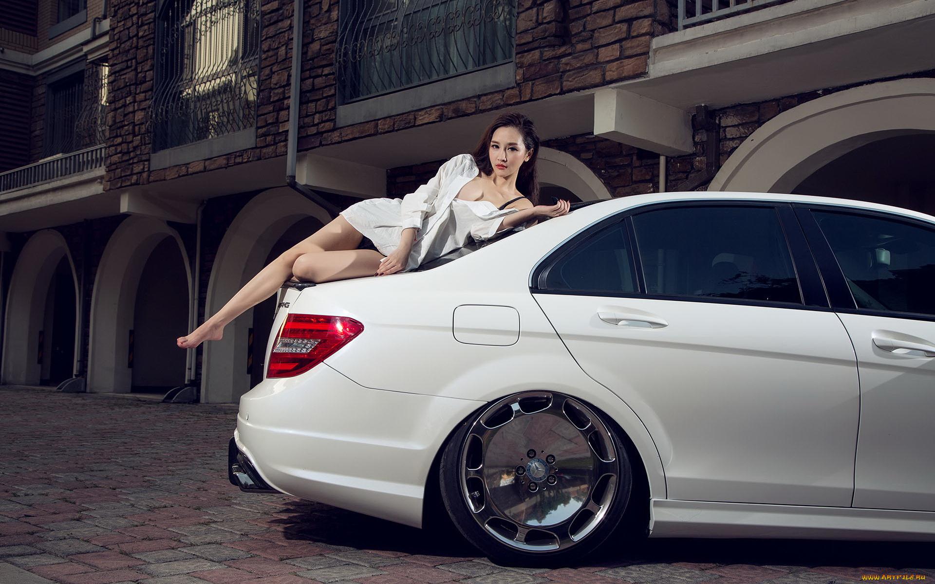 Картинки с русскими девушками и машинами мерсами