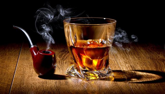eda-napitki-dym-led-trubka-viski-1253265