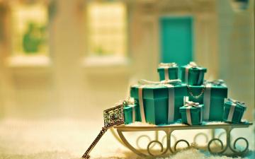 Картинка праздничные подарки+и+коробочки саночки ключ подарки