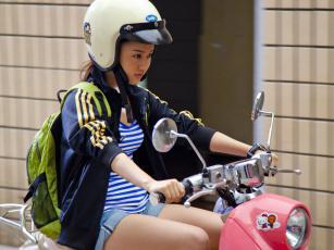 Картинка мотоциклы мото девушкой моторолер азиатка девушка