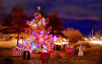 обоя праздничные, Ёлки, гирлянды, елка, снеговик, подарки, коробки
