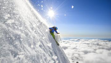обоя спорт, лыжный спорт, снег, облака, лыжник, солнце, склон