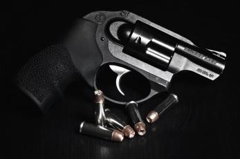 Картинка оружие револьверы барабан пули