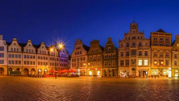 обоя города, - здания,  дома, ночь, ратуша, германия, мекленбург-передняя, померания