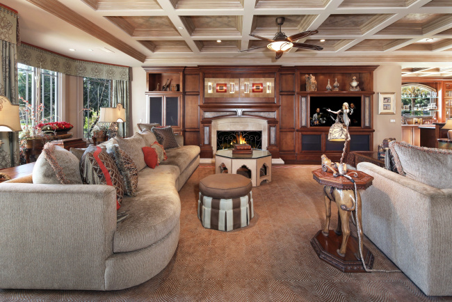 Обои картинки фото интерьер, гостиная, уют, диван, камин
