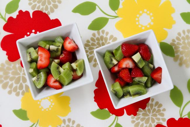 Как сделать фруктовый салат с клубникой