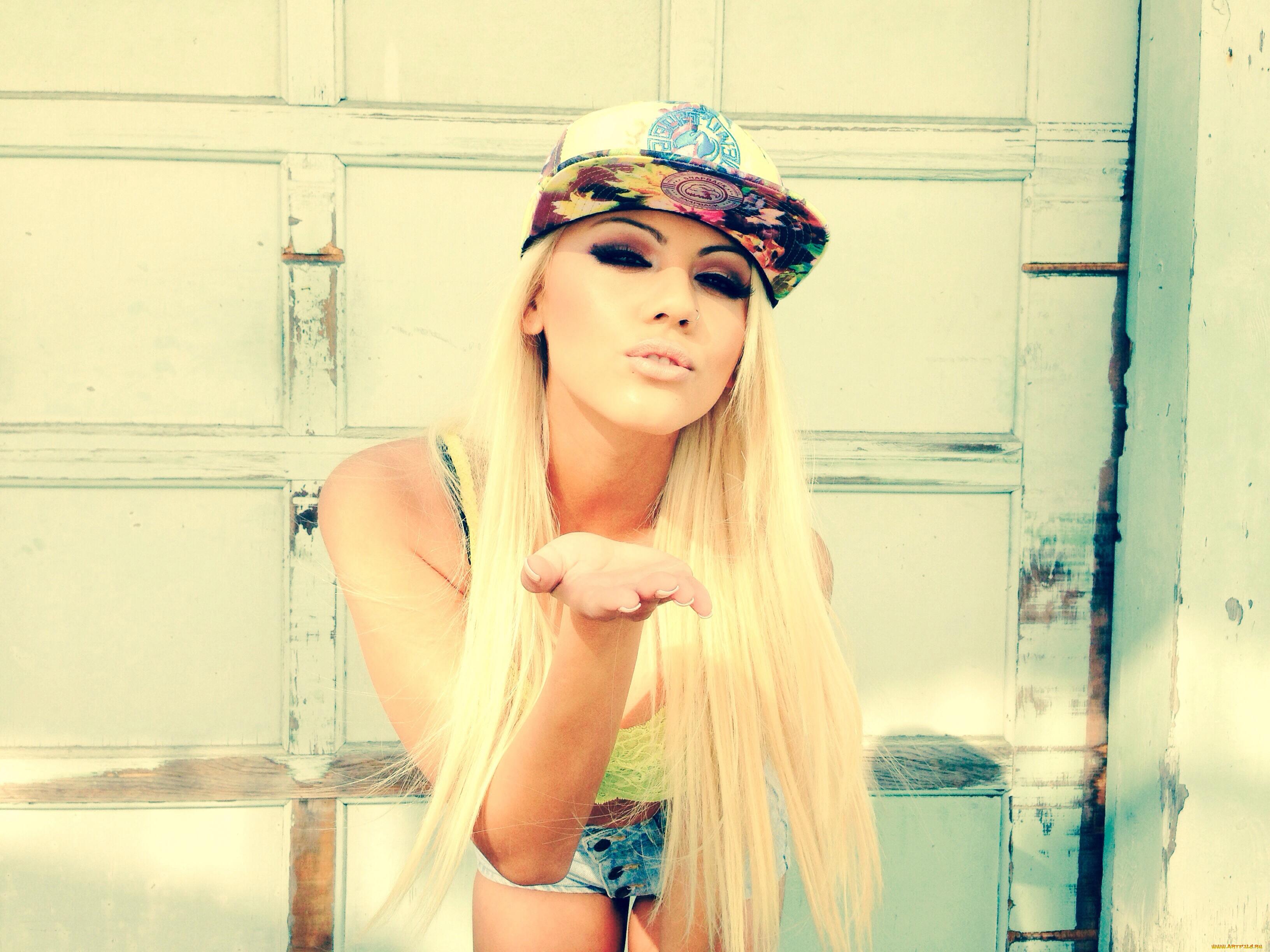 несмываемое, картинки клевых девчонок блондинок слышат, так