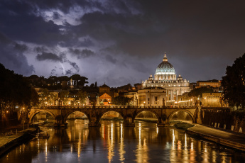 обоя lightning over st, peter`s, города, рим,  ватикан , италия, собор, мост, река