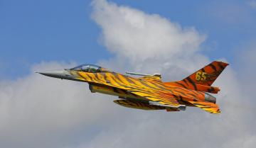 обоя general dynamics f-16 fighting falcon, авиация, боевые самолёты, истребитель