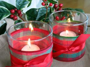 Картинка праздничные новогодние свечи подсвечники ягоды банты