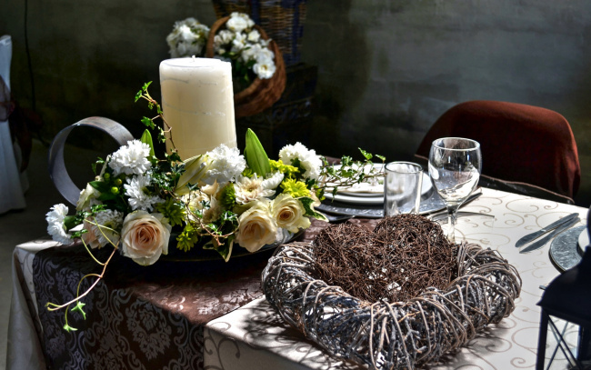 Обои картинки фото интерьер, декор,  отделка,  сервировка, приборы, цветы, свеча