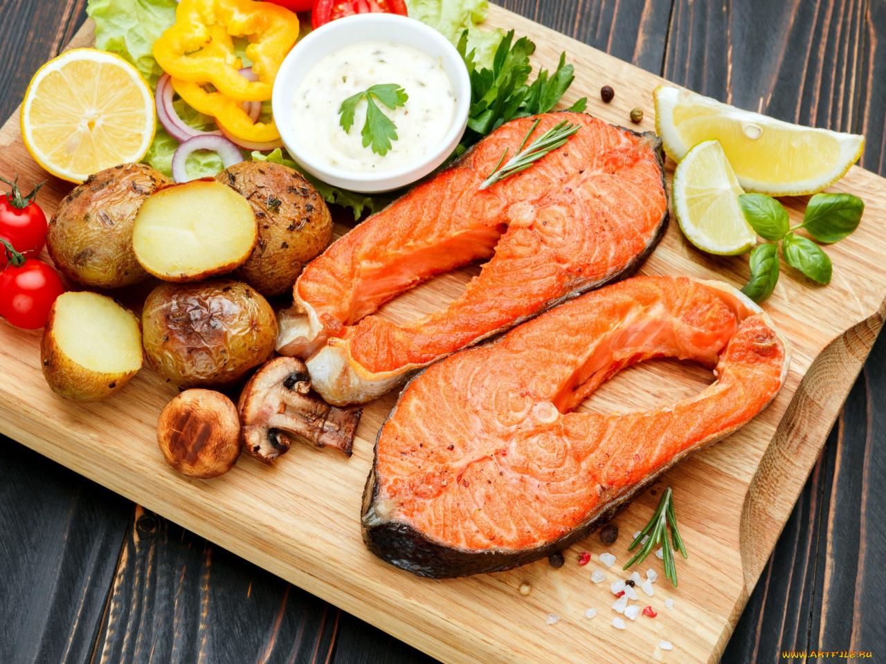 Морские гребешки стоят довольно дорого и для жителей континента они настоящий деликатес — блюдо для праздничного стола.