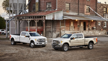 Картинка ford+f-450+super+duty+platinum+and+f-350+super+duty+king+ranch+crew+cab+2017 автомобили ford f-450 platinum f-350 super duty king ranch crew cab 2017