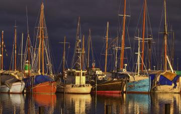 Картинка корабли разные+вместе причал рыболовецкие шхуны
