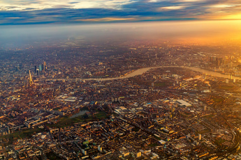 обоя города, лондон , великобритания, sunrise, london, city, flying, sky, fly, airplane, flight, england, plane
