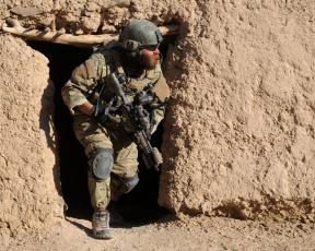 Картинка оружие армия спецназ автомат пехотинец стена