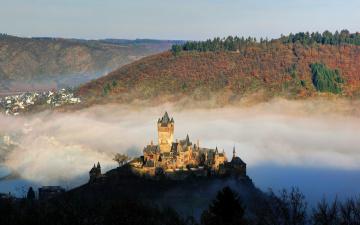 Картинка города замки+германии замок горы reichsburg cochem туман река вид сверху германия