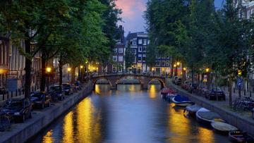 Картинка города амстердам+ нидерланды вечер лодки мост канал
