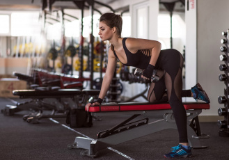 обоя спорт, фитнес, тренировка, гантеля, девушка, спортзал