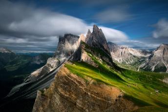 обоя природа, горы, небо, облака, дома, доломитовые, альпы, тени, свет, склон