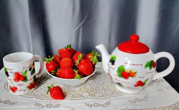 обоя еда, клубника,  земляника, кружка, чайник, ягоды