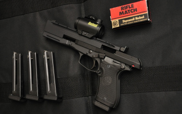 Картинка оружие пистолеты pistol beretta 87 made in italy spare chargers weapon target ammunition gun