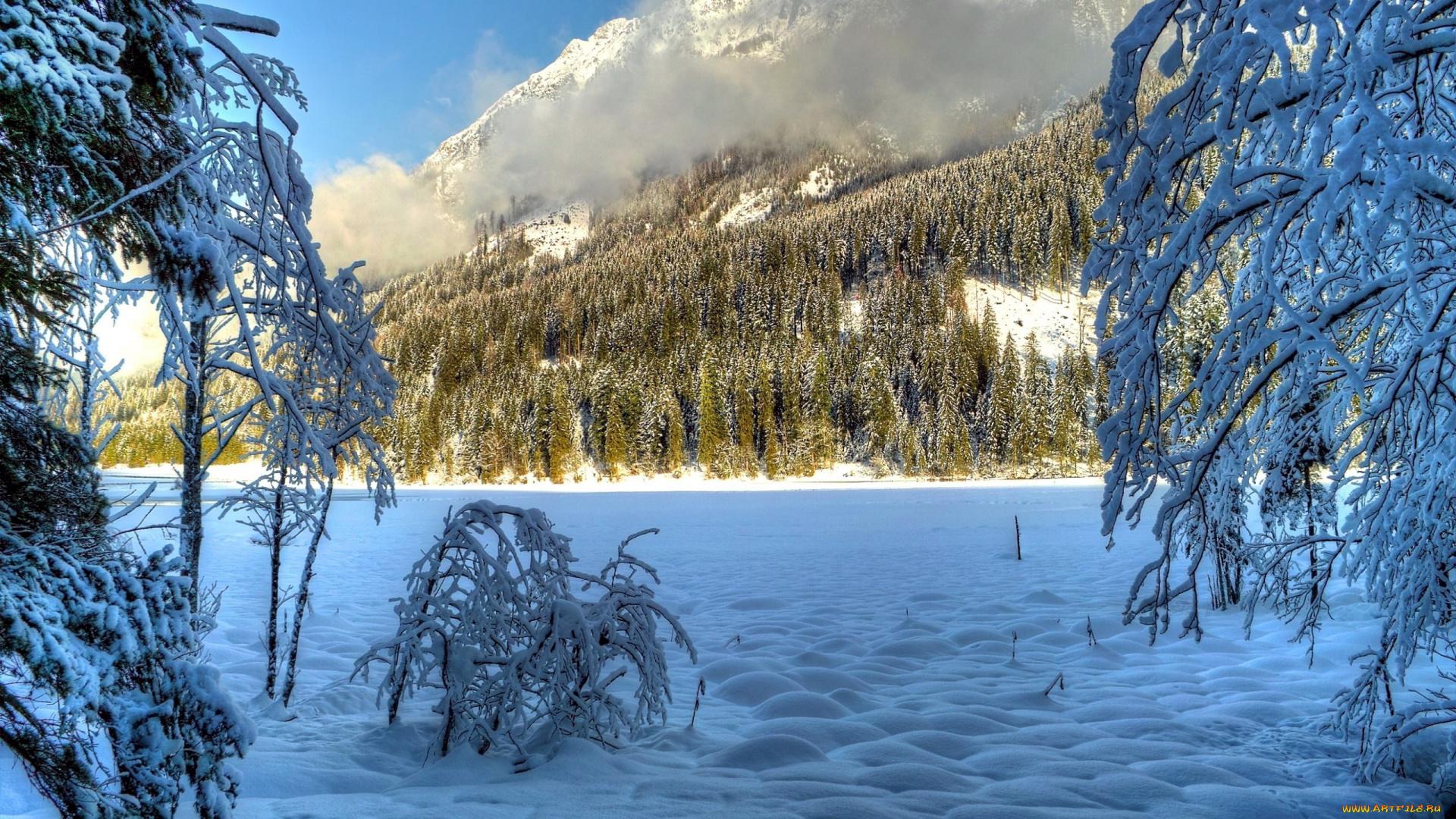 обои на рабочий стол зима в горах с озером № 201909 загрузить